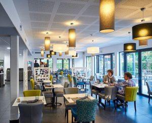 tables chaises fauteuils pour restaurant